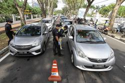 Three-day grace period up, every car to be checked
