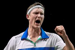 Axelsen and Marin survive tests in Bangkok