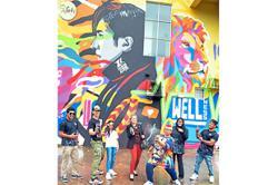Wall mural sparks creativity and positivity