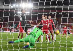 Jaded Liverpool lack guile to open up solid United