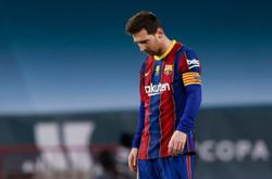 Barca's Messi sees red as Bilbao claim Super Cup glory