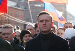 Jailed Kremlin critic Alexei Navalny urges Russians to take to streets