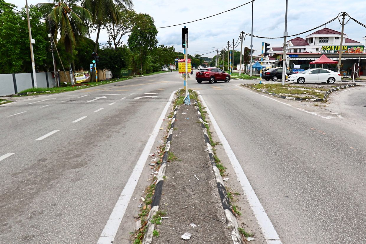Faded markings and crumbling road islands at the intersection of Jalan Mengkuang and Jalan Teluk Pulai put motorists at risk.