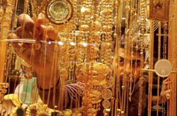 Gold extends decline on dollar strength as stimulus faces debate