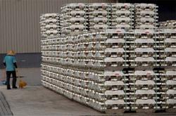 METALS-Copper rises on strong economic data, aluminium soars,