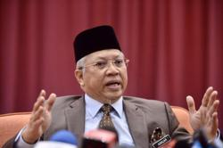 Annuar Musa criticises Ahmad Maslan for urging Umno MPs to support an immediate Parliamentary sitting