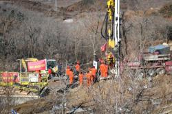 China rescuers drill new 'lifelines' to trapped gold miners