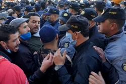 Tunisian protesters revive 'Arab Spring' chant, riots continue