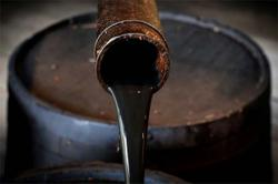 Oil extends gains on hopes of US stimulus and crude stocks drawdown
