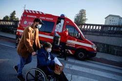 Portugal's COVID-19 cases hit record, health service pushed to limit