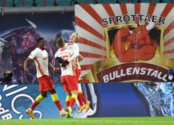Forsberg winner keeps Leipzig on Bayern's heels