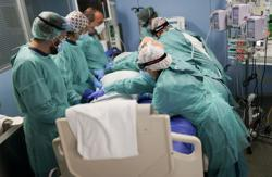 Spaniards becoming numb to coronavirus deaths, nurse warns