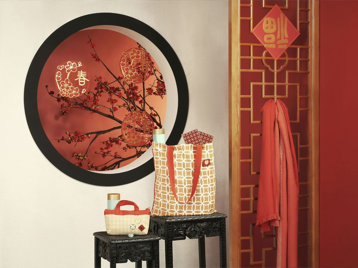 Festive items from the new SOLGLIMTAR collection, which is based on traditional Chinese imagery.