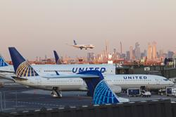 United Airlines targets pre-virus margins in 2023 after record loss