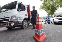Ipoh cops set up five roadblocks to ensure people adhere to MCO