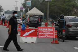 Ipoh cops set up five roadblocks to ensure people adhere to MCO