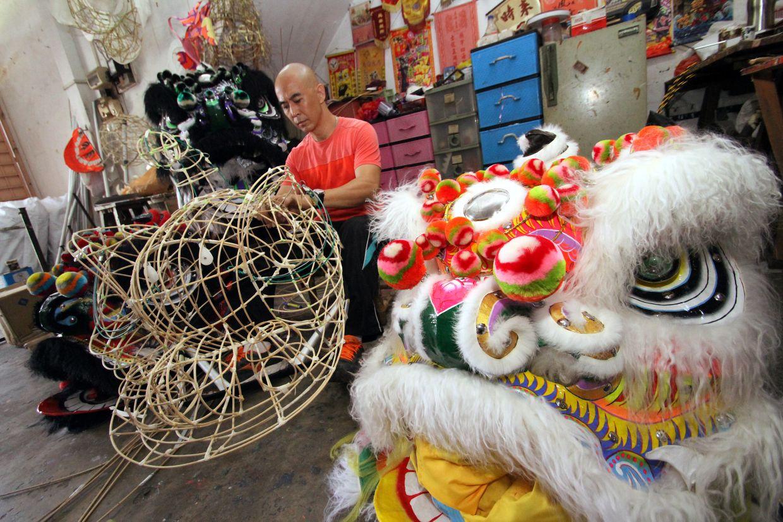 Teh building a lion head frame in Pasir Pinji ,Ipoh. RONNIE CHIN/The Star