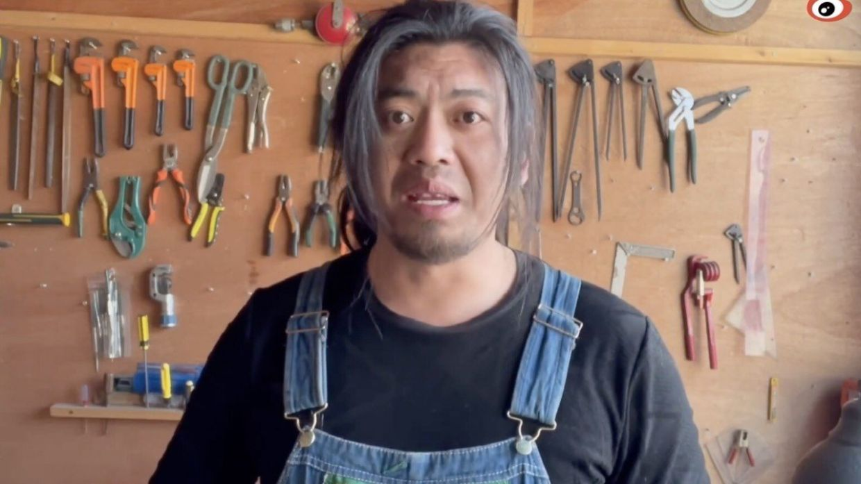 'Useless Edison', DIY video star, sorry for making torture device replica after outcry from women on social media