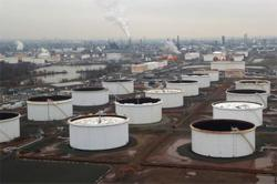 Oil price falls on China's COVID-19 cases, high crude build