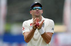 Anderson hits Sri Lanka for six as Root anchors England reply