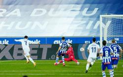 Hazard ends drought, Benzema scores twice as Real rout Alaves
