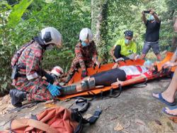 Cyclist breaks leg, escapes more serious injuries after falling into ravine