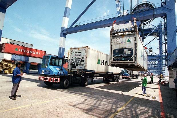 CGS-CIMB Research said that freight rates have climbed by around 300% to 400% for both export and import shipments since the end of the first half of 2020 and in turn, this has led to an increase in freight-related services, such as freight forwarding and handling fees. (File pic - North Port, Klang.)