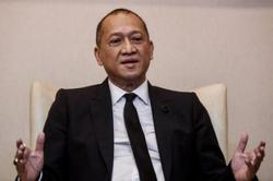Nazri: Wait for party polls, don't put up banners urging Zahid to resign