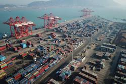 China, New Zealand sign pact to expand free trade