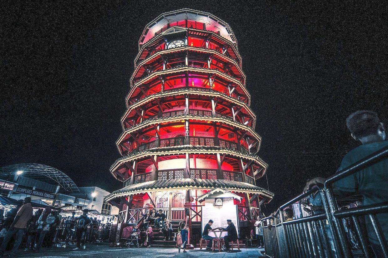 Menara Condong or Leaning Tower of Teluk Intan.  — Rosley9111/Wikimedia Commons