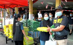 900 families given food baskets in Klang