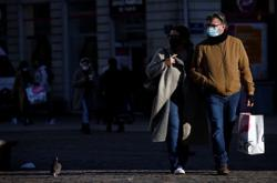 New coronavirus cases rise in France, third national lockdown feared
