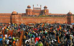 Security tight at India's historic Red Fort as farmers vow to continue protests