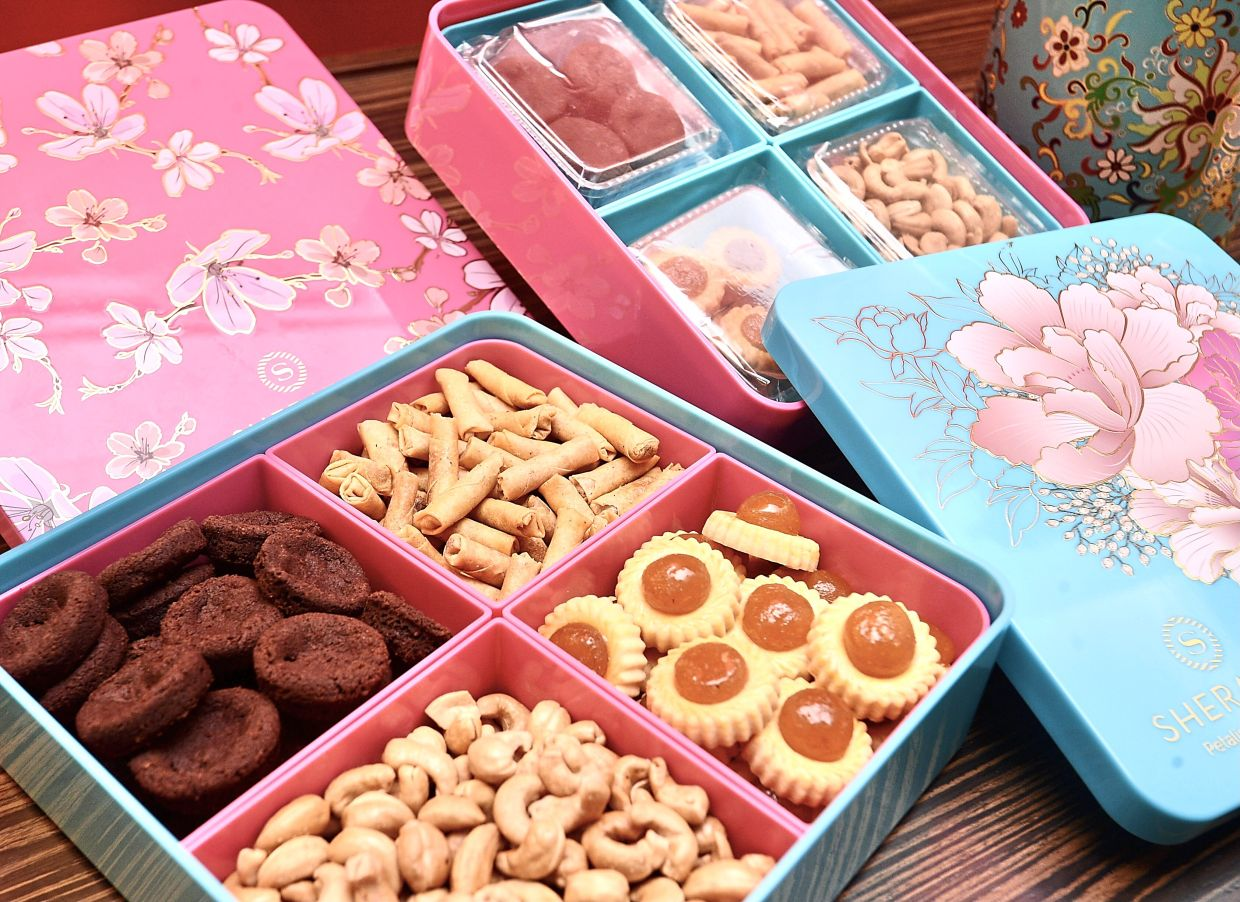 Gift boxes containing tarts, crispy mini spring rolls with prawn floss, Yue golden roasted cashew nuts with Himalayan salt and signature double Valrhona chocolate cookies.