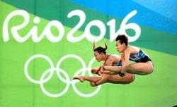 Jun Hoong gets green light to train after self-isolation