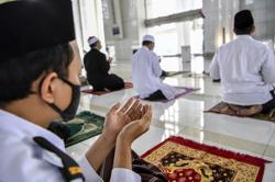 Decision to limit congregation at S'gor mosques to ensure safety of Muslims, says Selangor Sultan