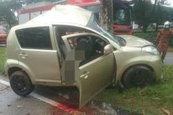 Teenager killed as car rams into tree in Pasir Gudang