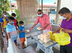 Hindus mark Thaipusam by offering food to the needy