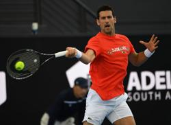 Out then in, Djokovic plays a set in Adelaide exhibition