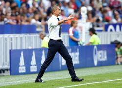 Lyon grab top spot with last-gasp win over Bordeaux