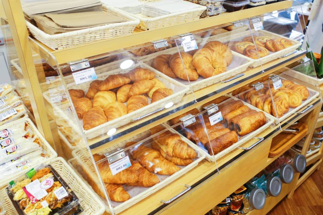 A variety of freshly-baked pastries awaits you at Kedai Mesra.