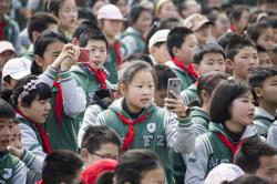 China bans classroom mobile phone use over addiction concerns