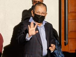 Isa Samad arrives at High Court for decision in graft case