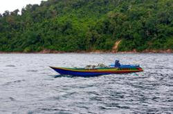 Fish bombers flee after catching sight of MMEA patrol