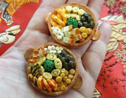 Malaysian lecturer makes detailed clay miniatures of 12-dish CNY reunion dinner