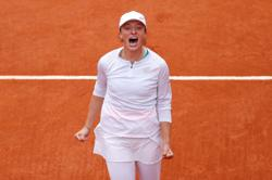 Underdog no more, Swiatek feels weight of being Grand Slam champion
