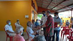 Dr Wee visits old folks home in Johor, gives ang pows