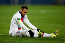 Neymar limps off as PSG beat Caen in French Cup