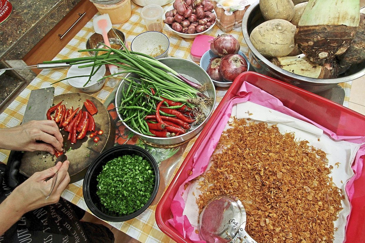 The ingredients for the yam cake.