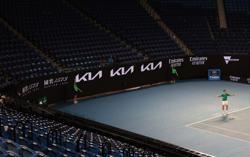Australian Open forges ahead despite Melbourne lockdown